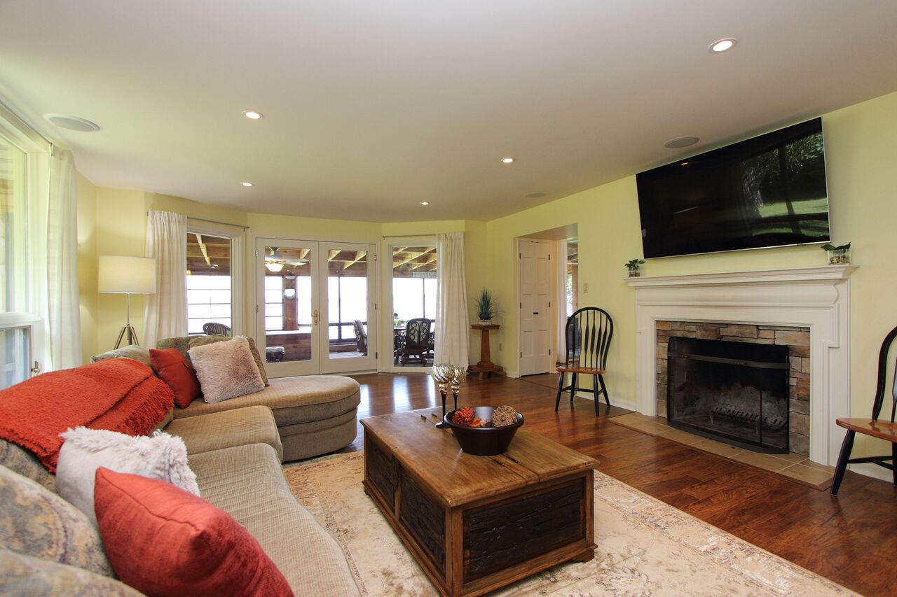 A Living Room Given Home Staging Treatment